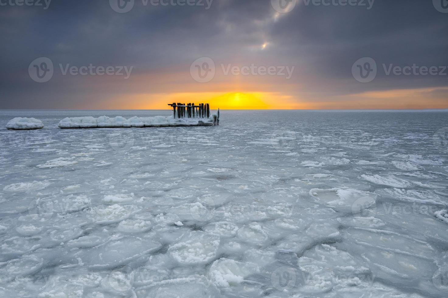 beau paysage d'hiver et mer photo