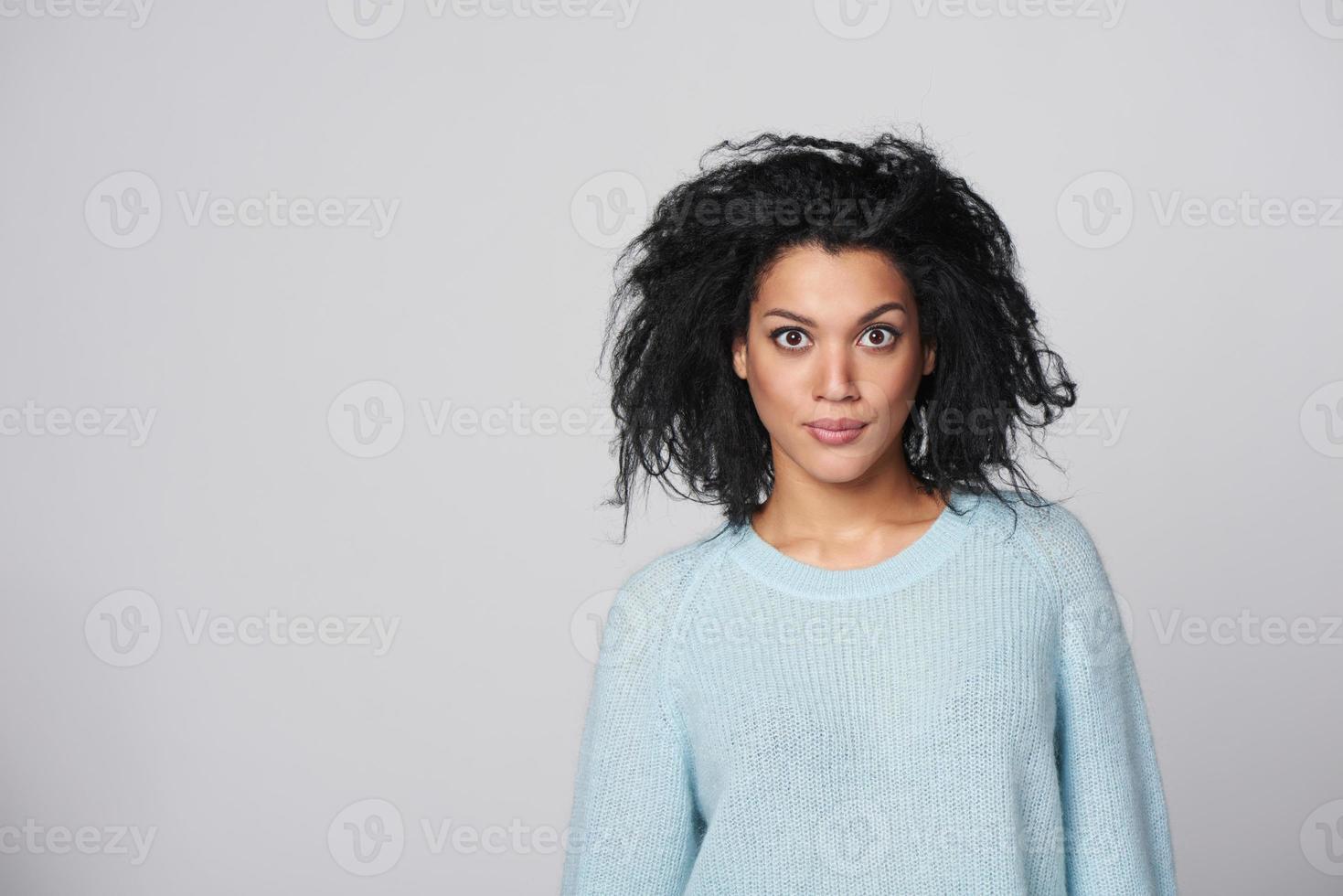 rindo raça mista inverno mulher foto