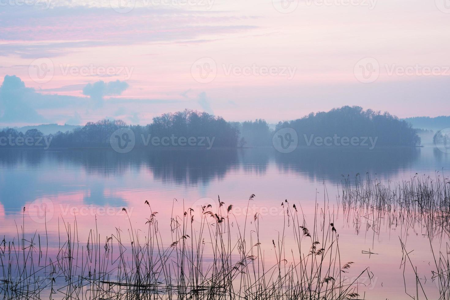 puesta de sol en el lago foto