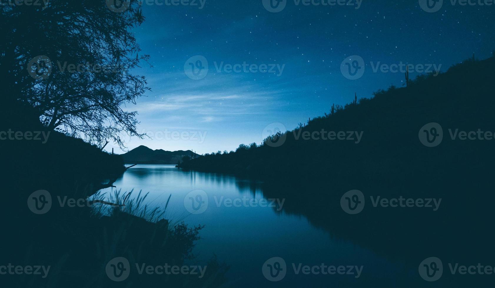 silueta del lago saguaro foto