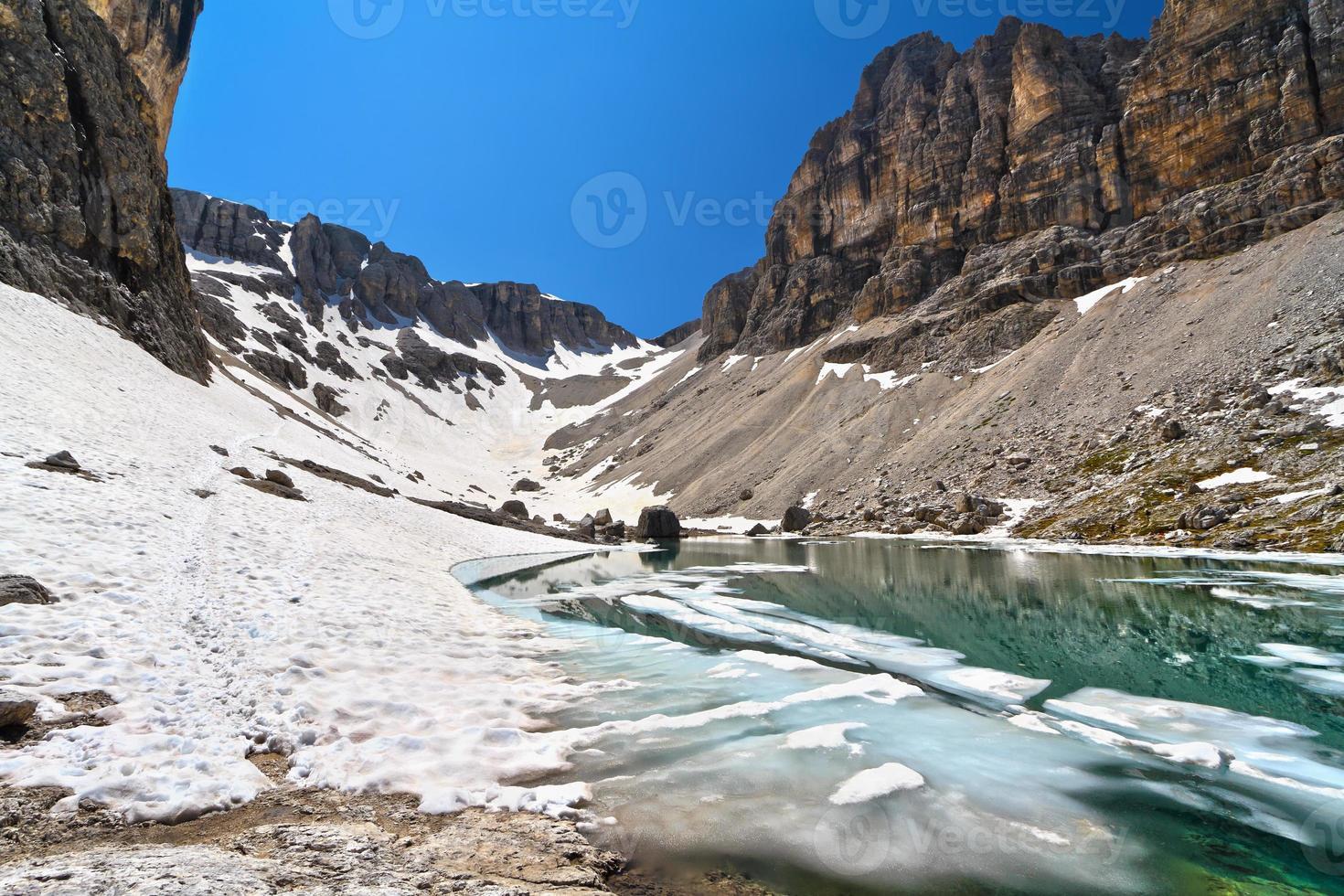 Dolomiti - lake Pisciadu photo