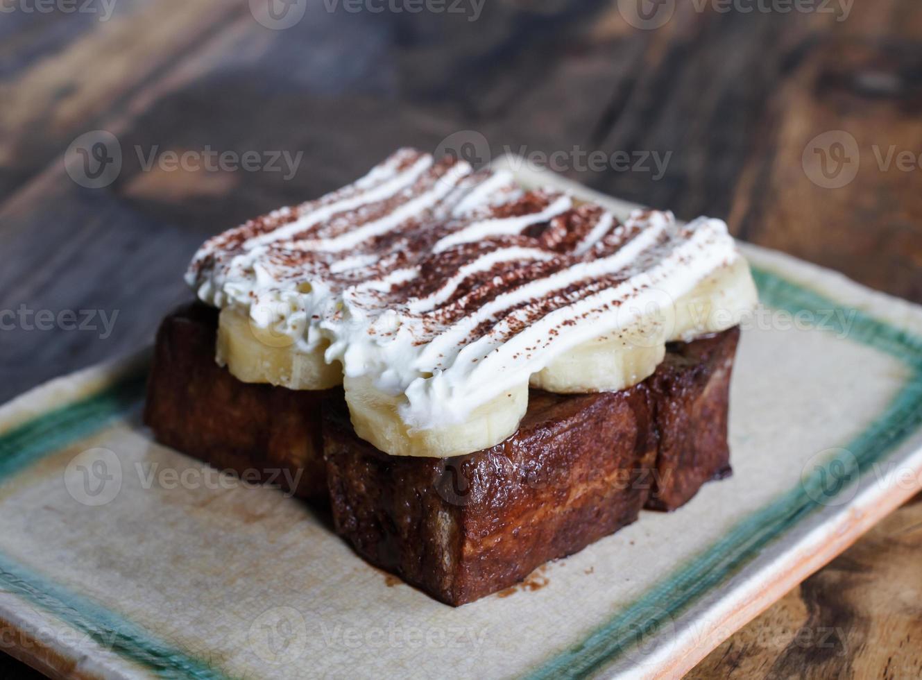 tostadas francesas con plátanos y chocolate foto