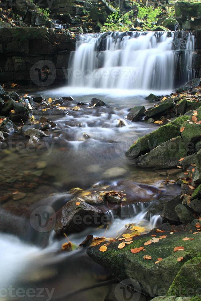 cascada en el río satina foto