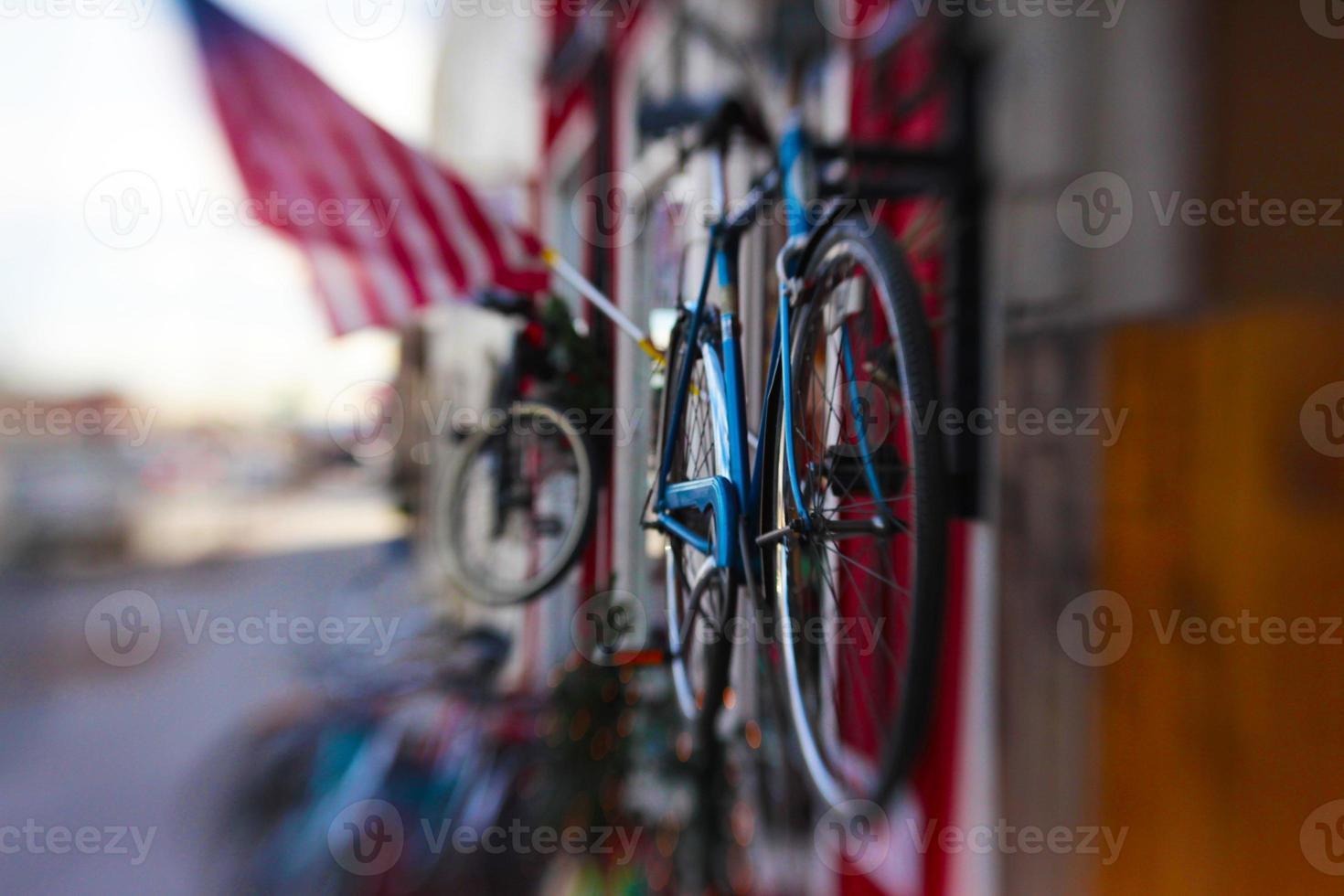 bicicletas y bandera americana foto