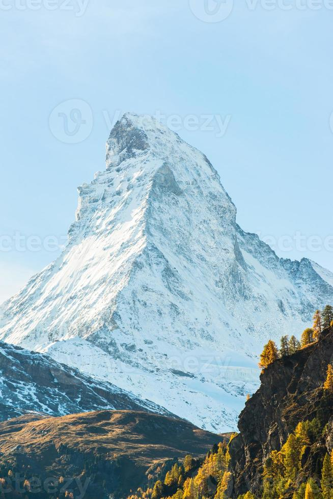 Impresionante vista de Matterhorn en Alpes suizos foto