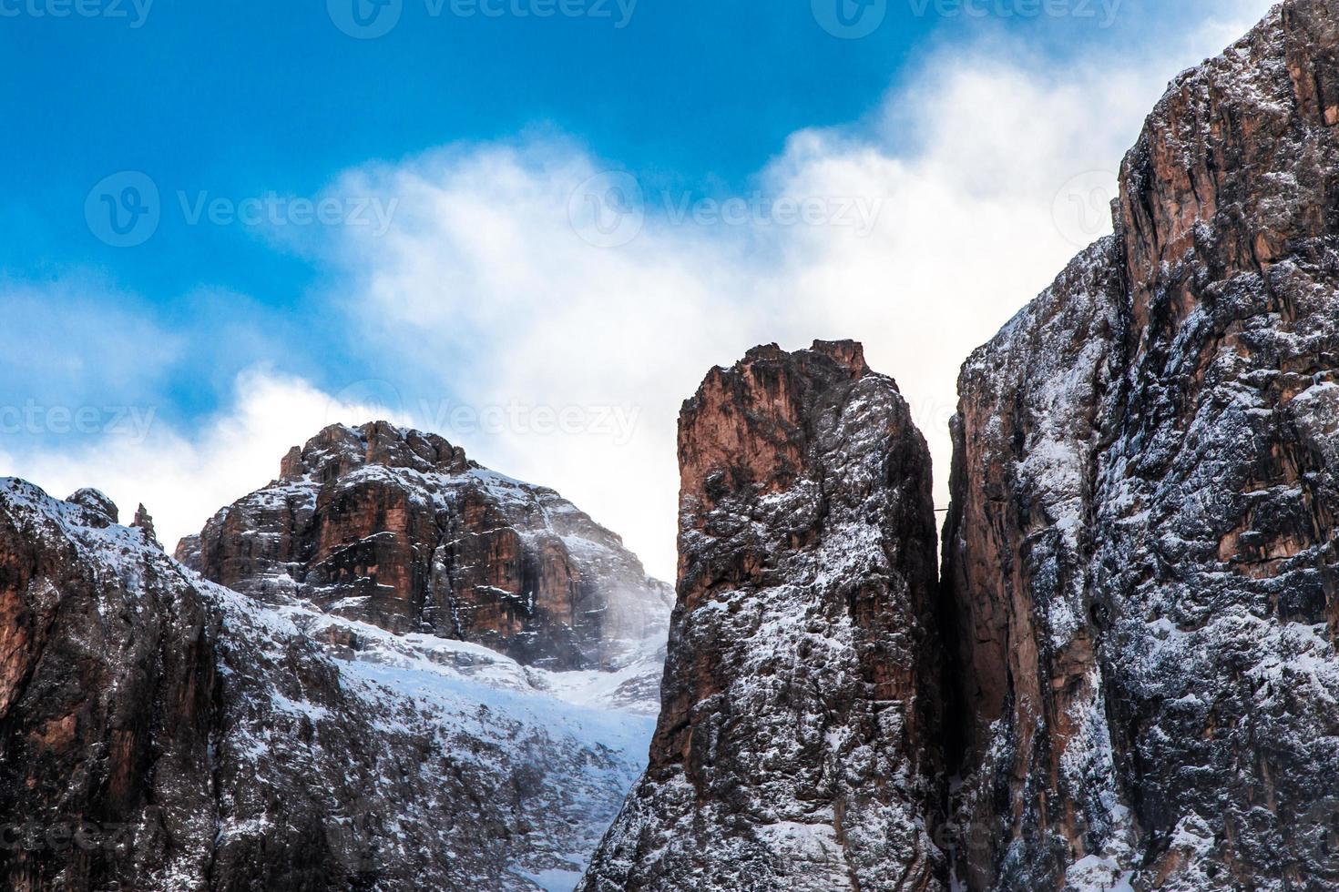 viento en la cumbre de la montaña foto
