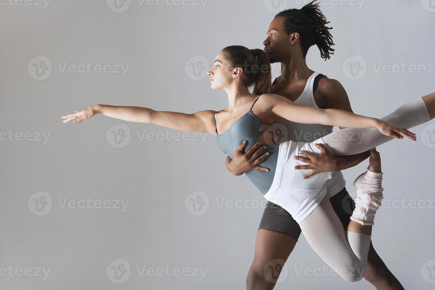 pareja de bailarines de ballet foto