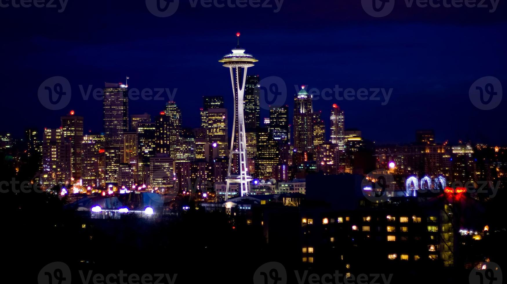 horizonte de seattle en la noche foto