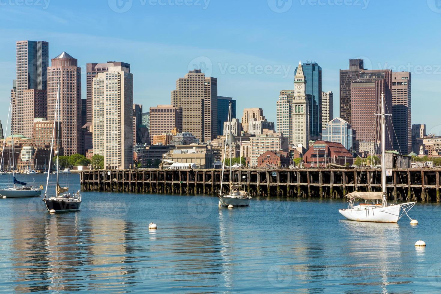 Horizonte de Boston visto desde piers park, massachusetts foto