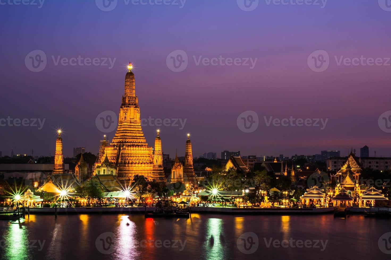 wat arun temple bangkok thailand photo