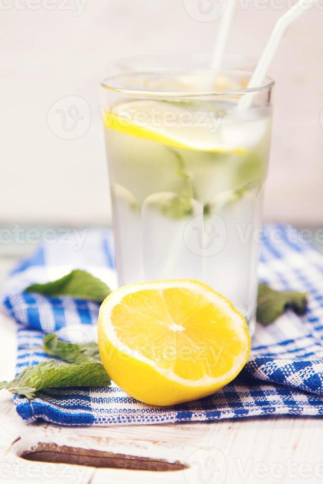 agua con limon foto