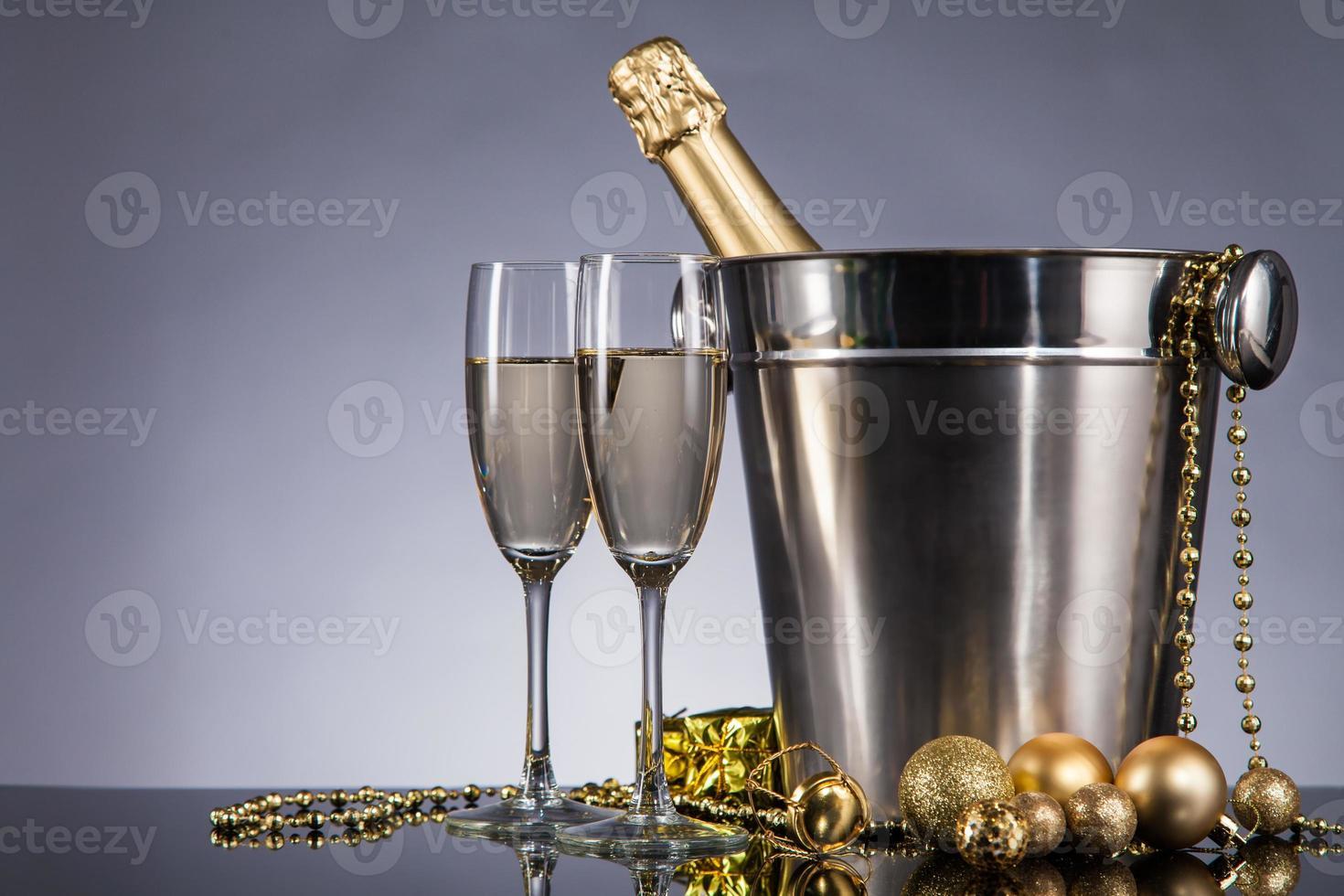 tema de celebración con champán bodegón foto
