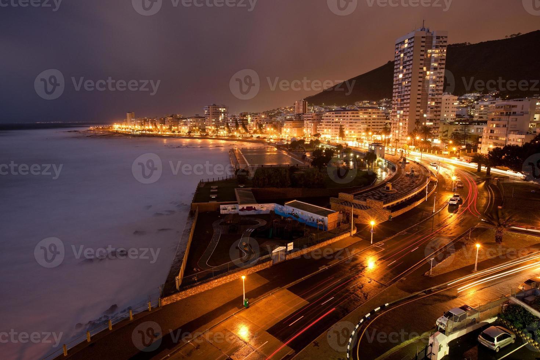 Punta del mar en la noche Sudáfrica foto