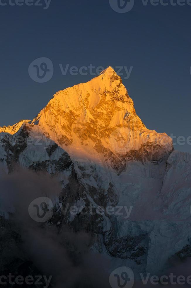 pico de la montaña del oeste de nuptse foto