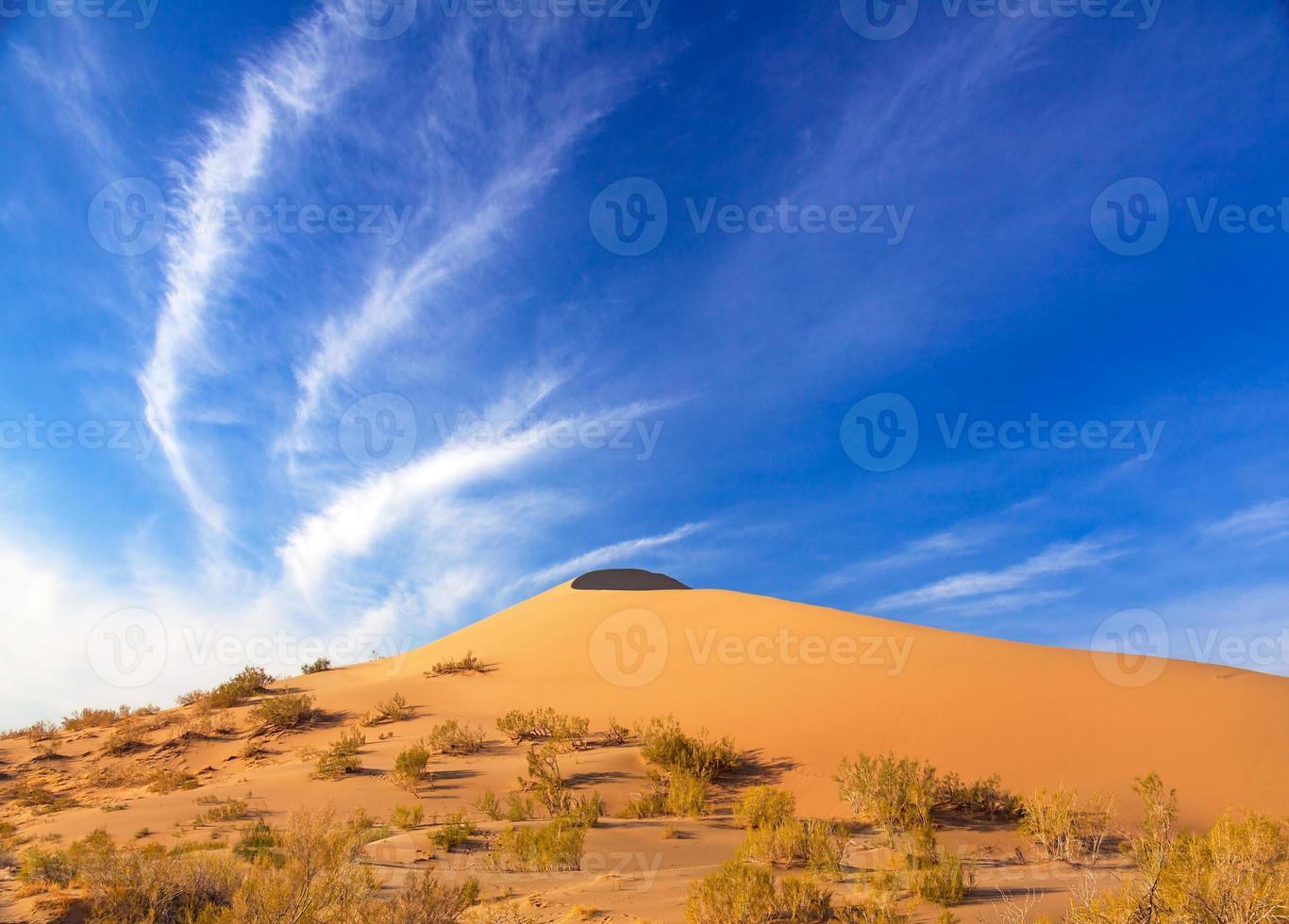 duna de arena amanecer foto