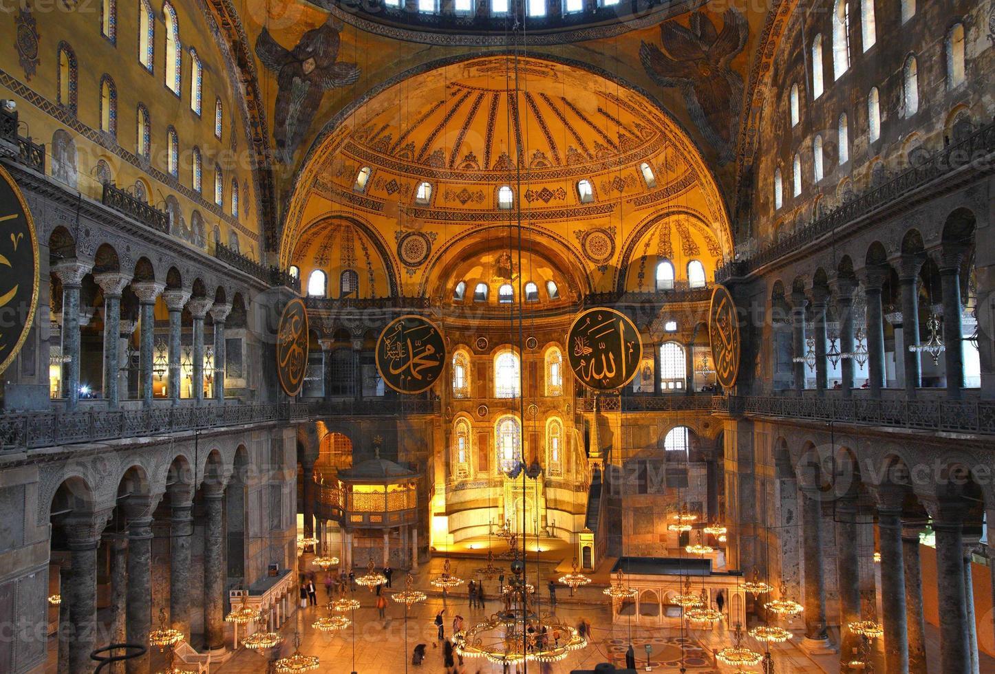 Interior del museo de Santa Sofía en Estambul foto
