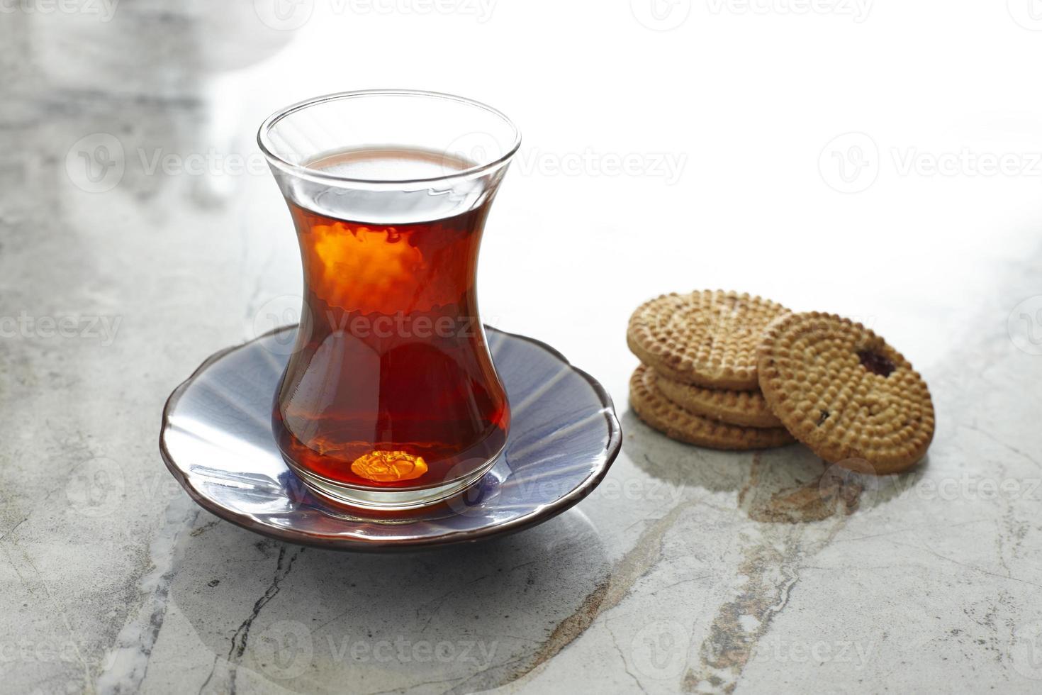 té turco y galletas foto