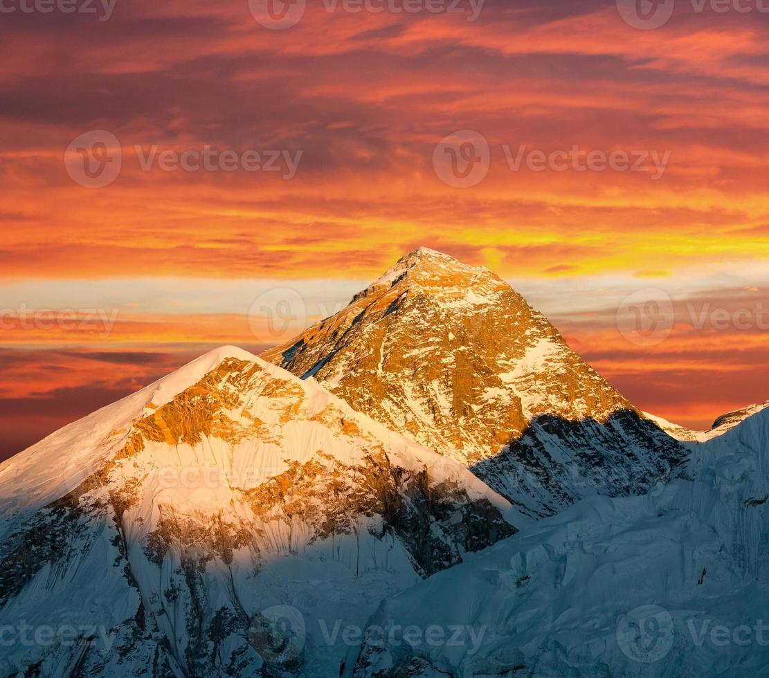 Evening view of Everest from Kala Patthar photo