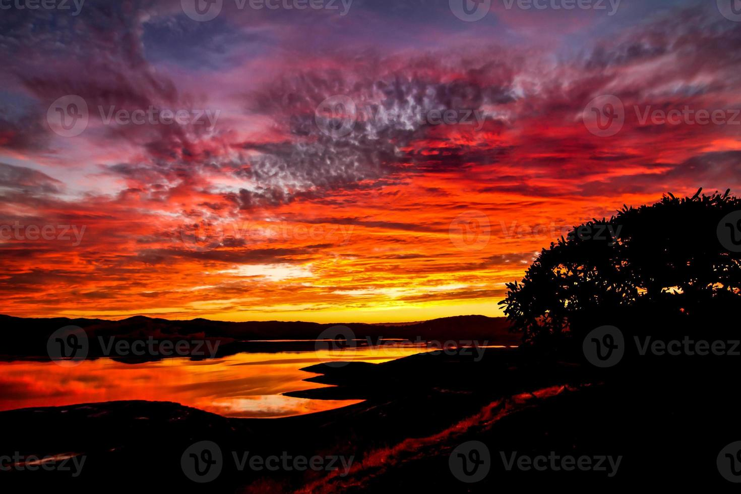 puesta de sol reflejada foto