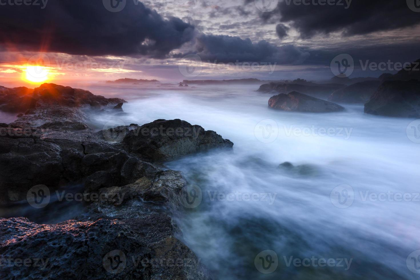 puesta de sol oceánica foto