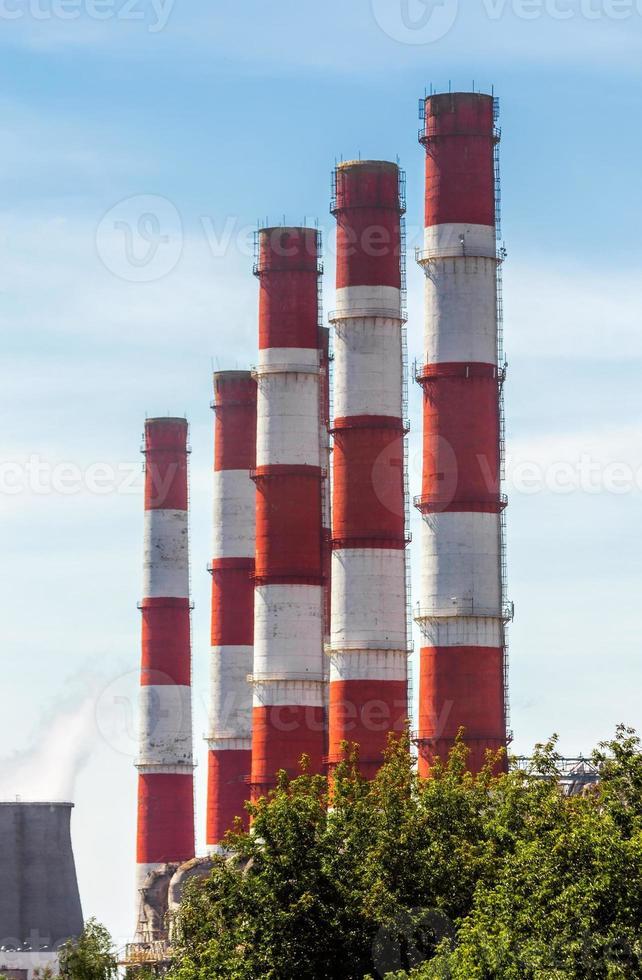 tubos rojos y blancos foto