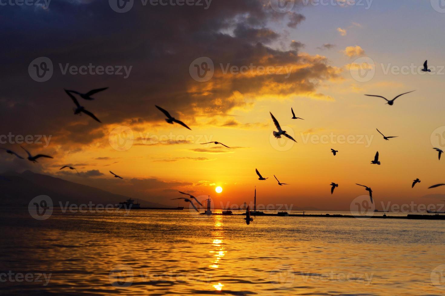 pôr do sol em izmir foto