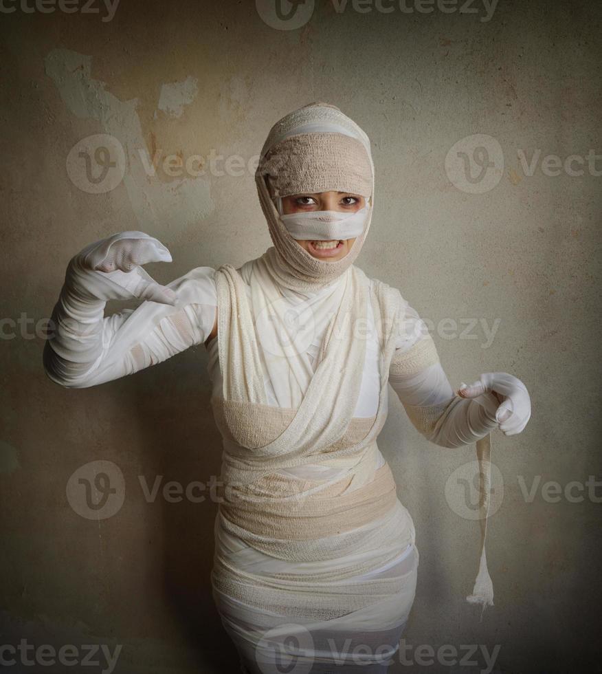 female mummy fletching teeth photo