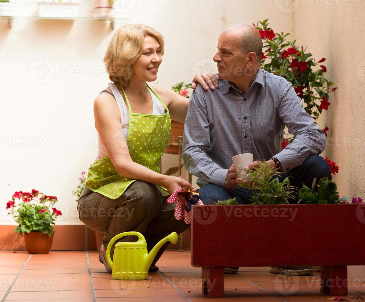 fleuriste femelle avec client photo