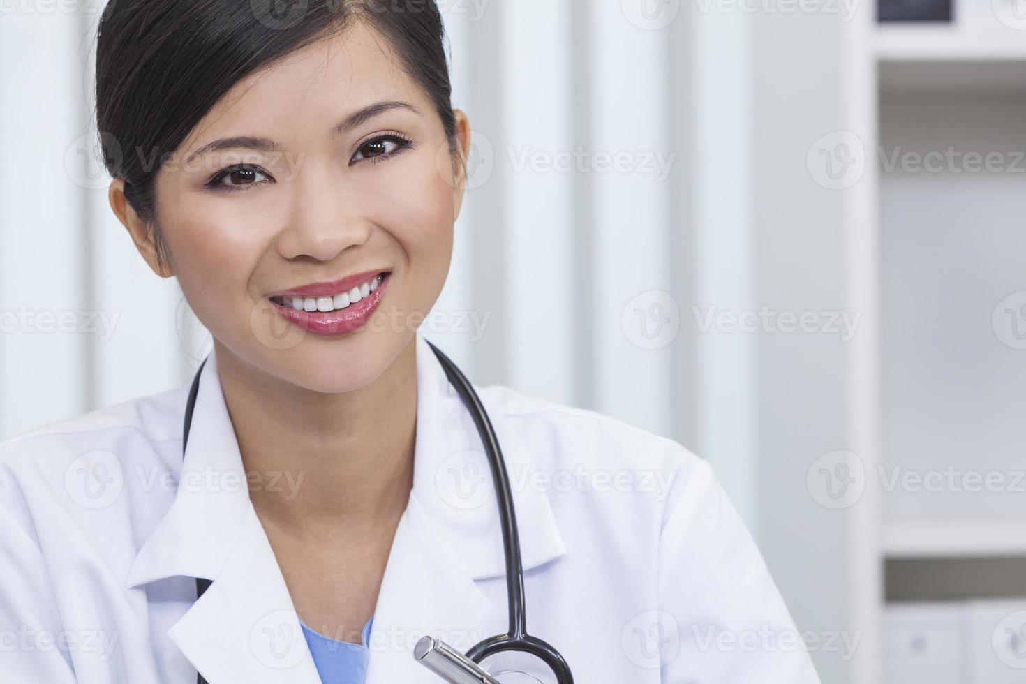 chinois femme femme hôpital médecin hôpital bureau photo