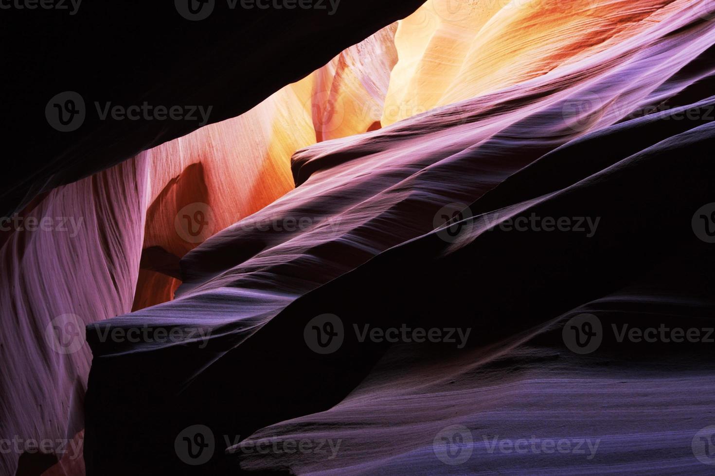 antílope cañón roca estratos rayo de sol foto