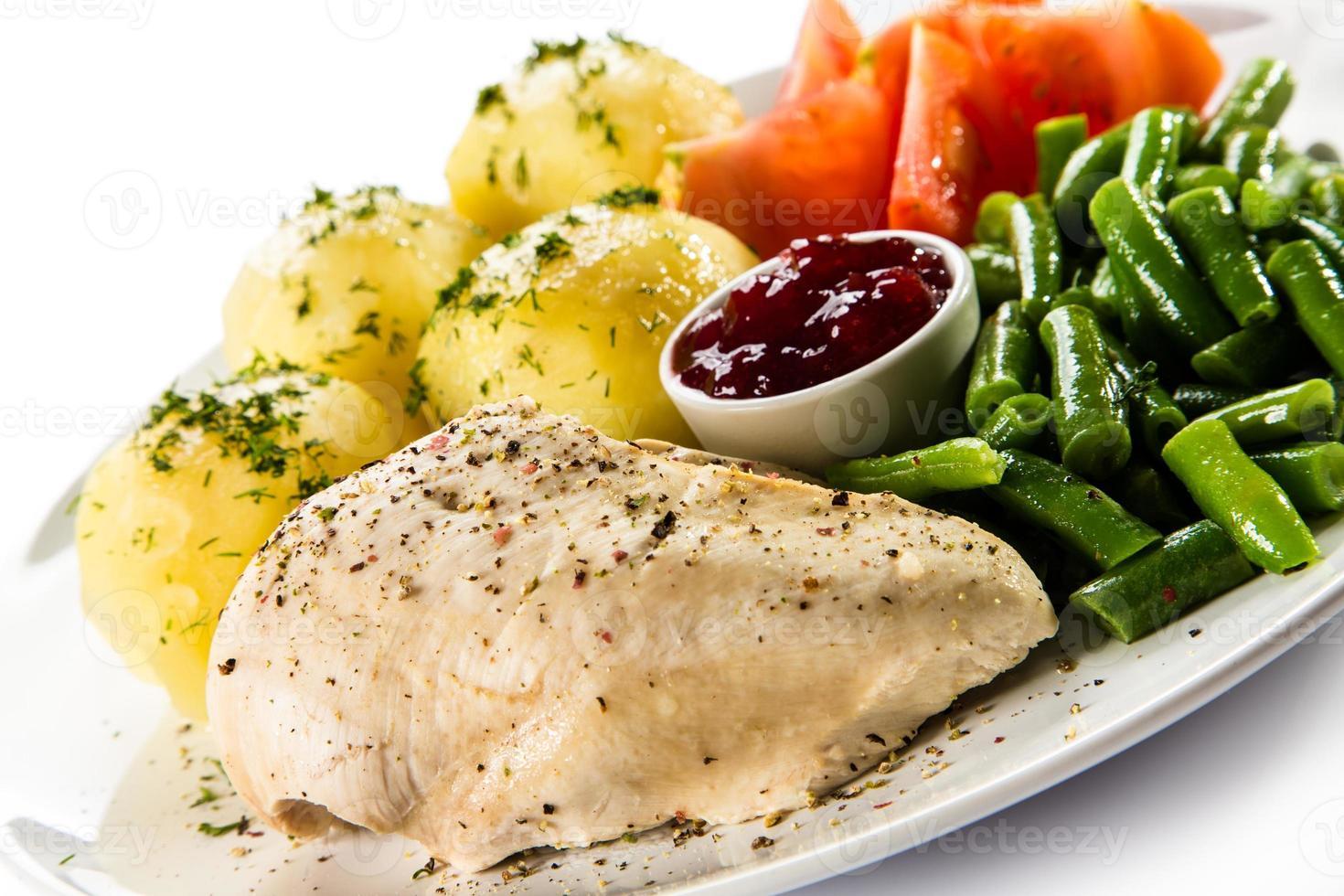 carne y verduras hervidas foto