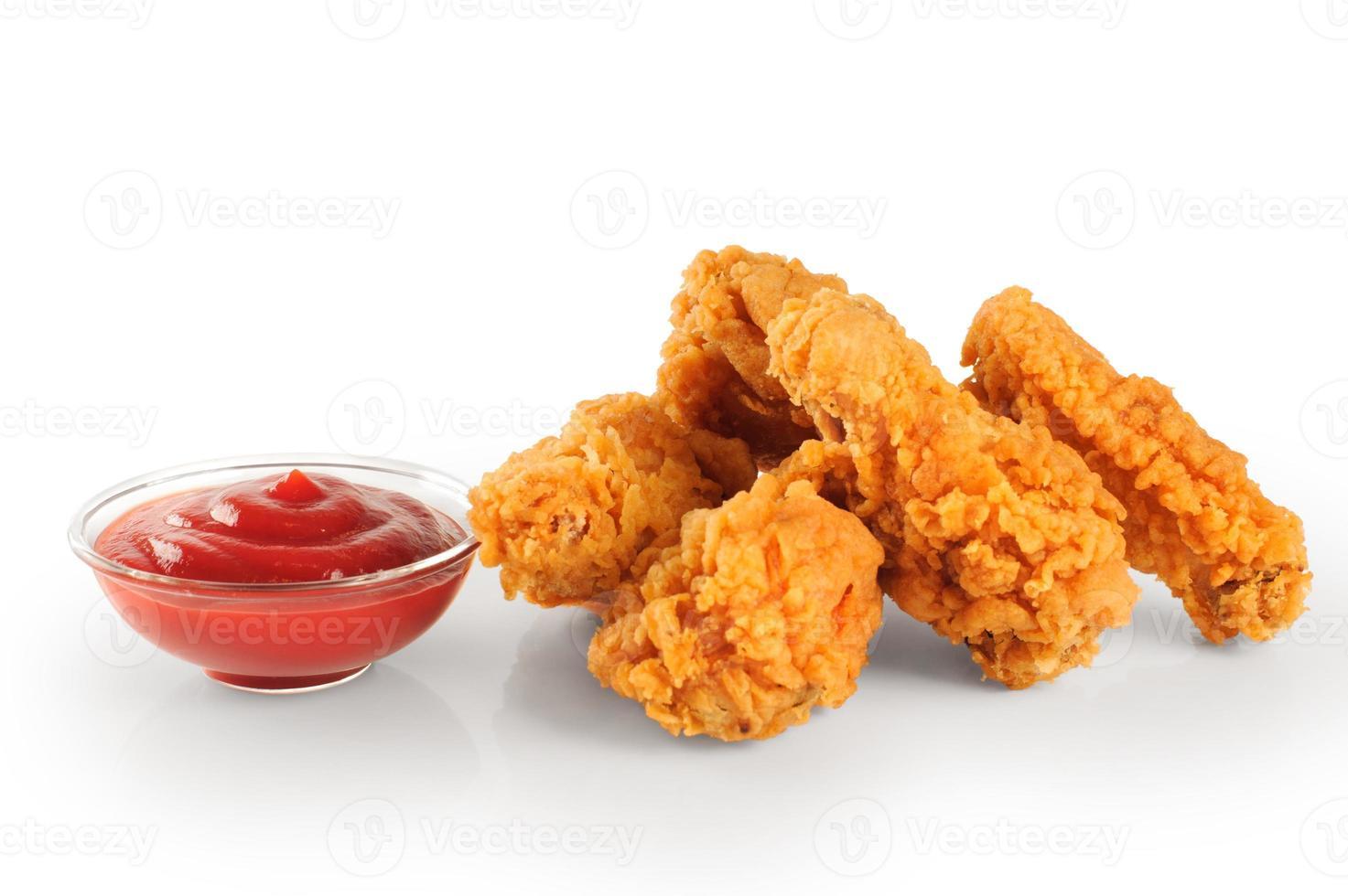 frito en alitas de pollo rebozadas y salsa de tomate foto