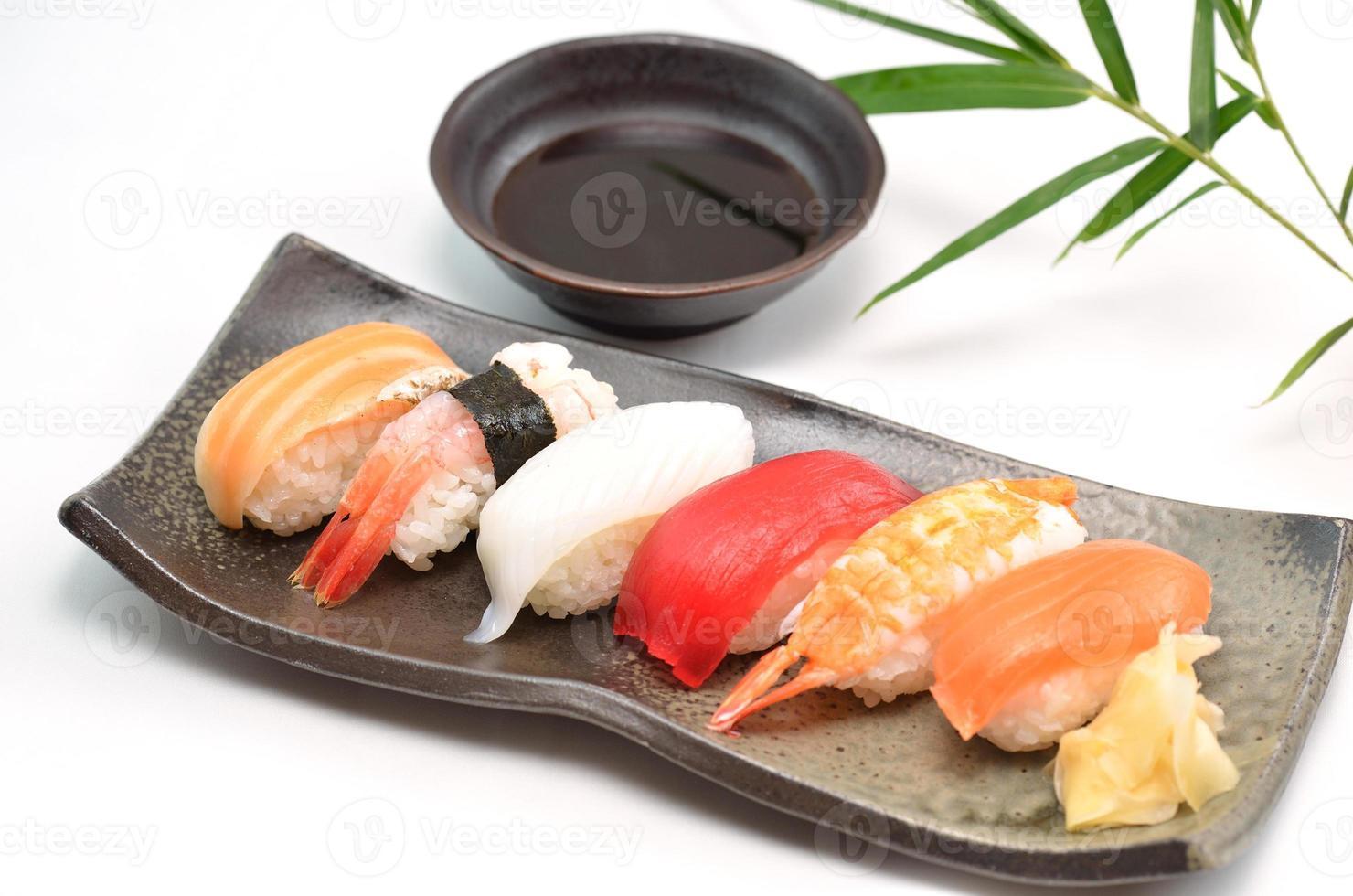 sushi, pratos tradicionais japoneses foto