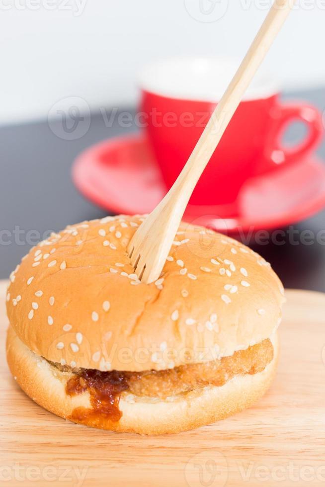 deliciosa hamburguesa de cerdo frita foto