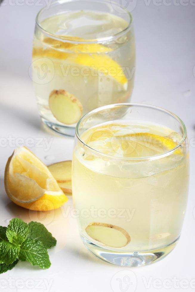 mojito de limón y jengibre foto