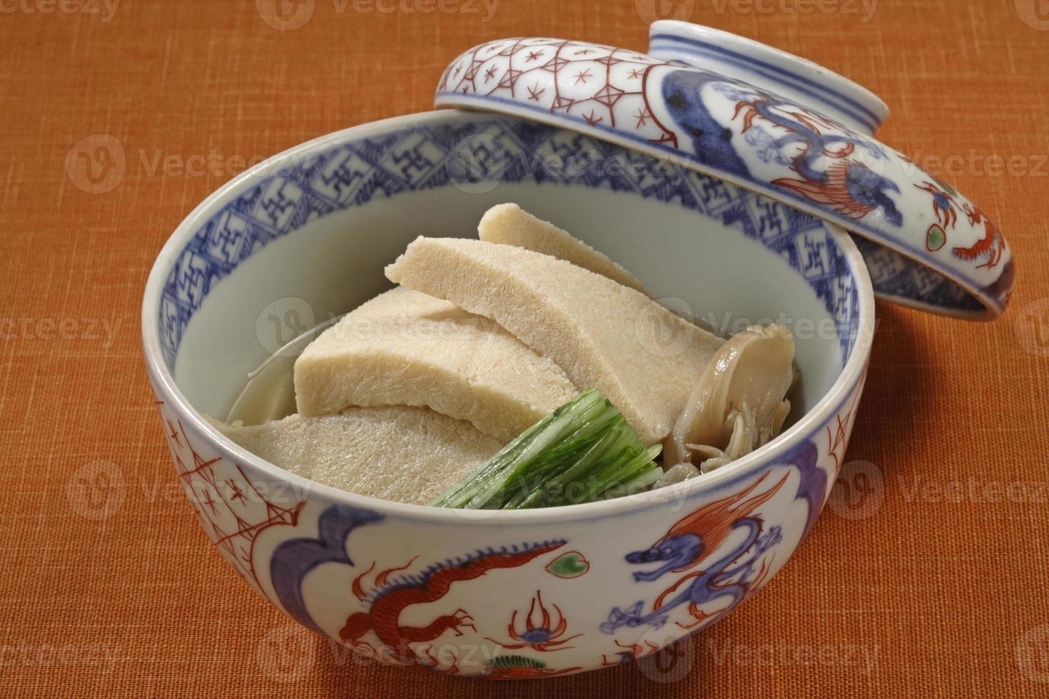 platos a fuego lento de tofu congelado y seco foto