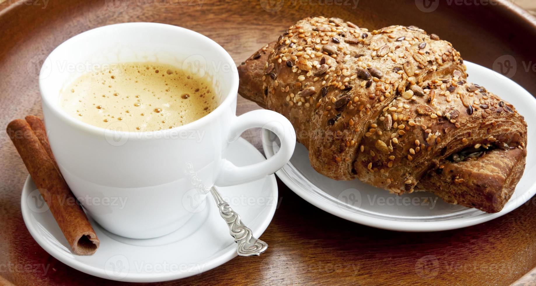 café con croissant foto