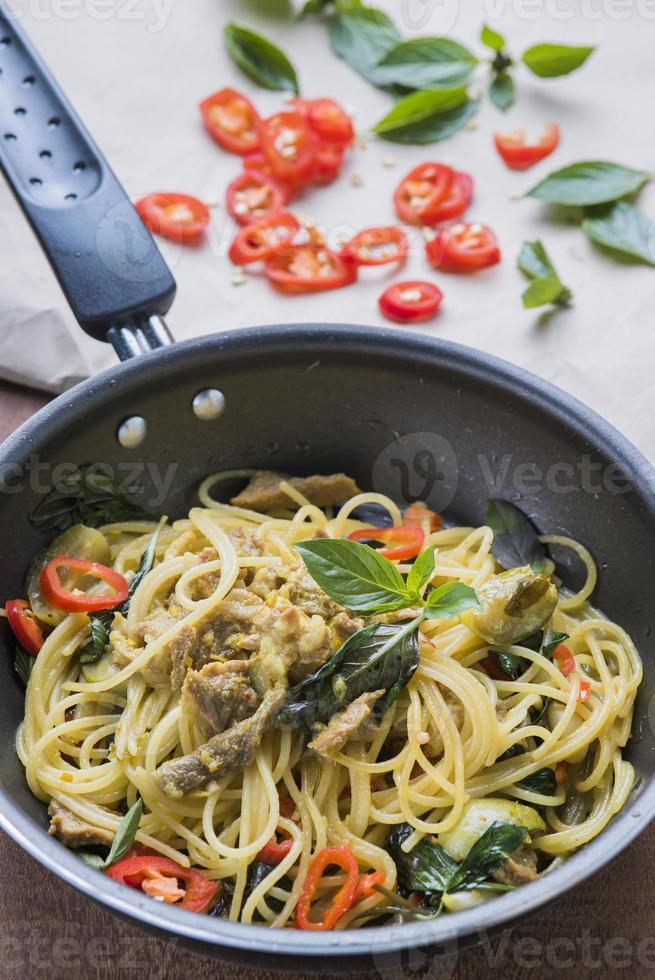 comida italiana y asiática foto