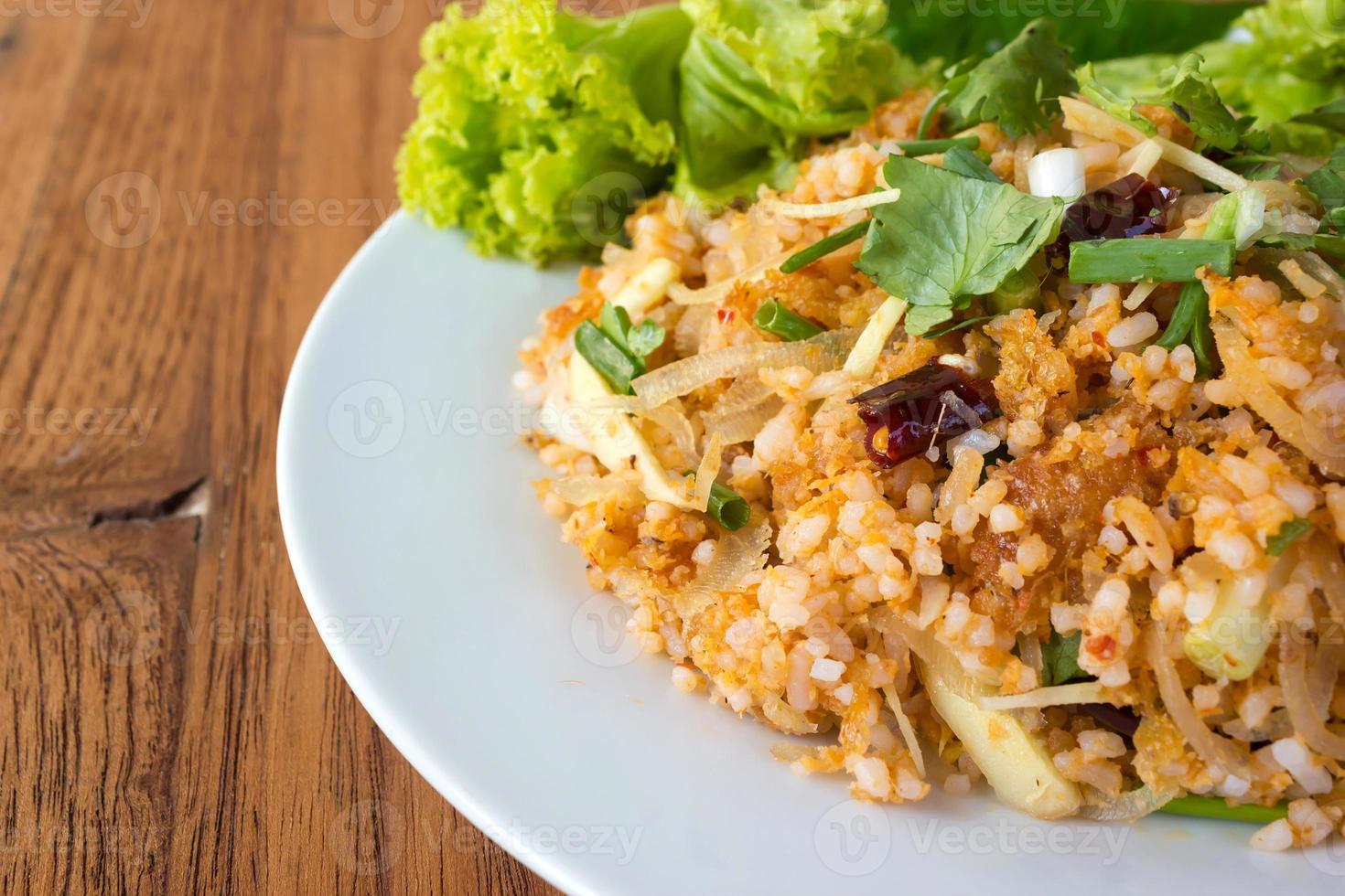condimentar arroz frito con carne de cerdo. Comida tradicional de Tailandia. foto