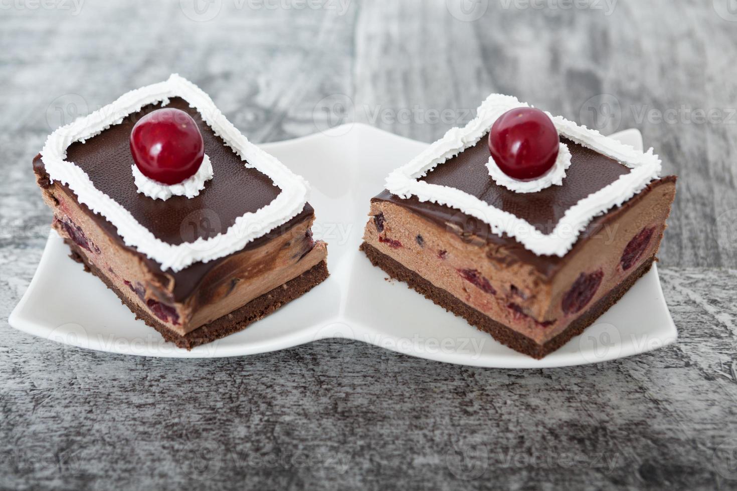 pastel de chocolate y cereza foto