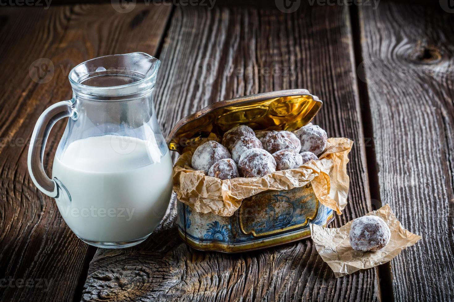 bolas de cacao dulce casero con leche en polvo foto