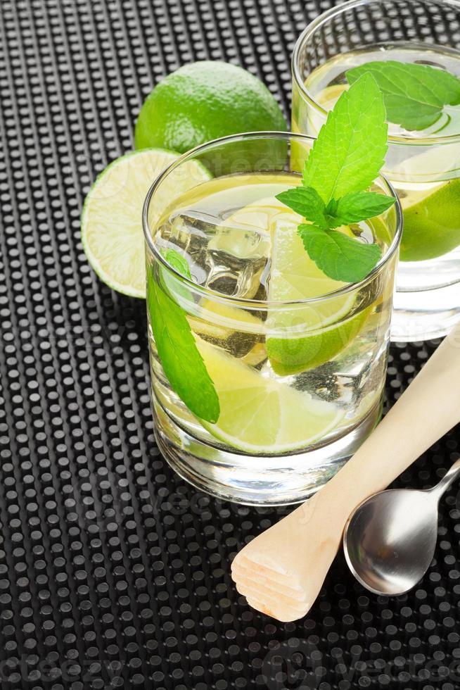 cóctel de mojito e ingredientes foto
