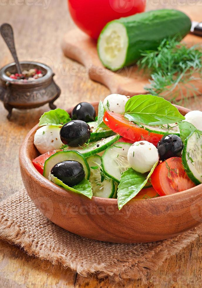 Ensalada griega de vegetales frescos, de cerca foto