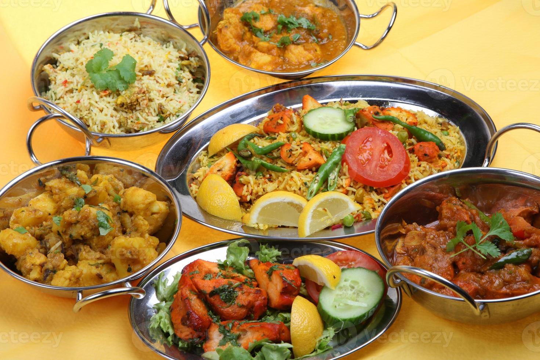 comida india al curry foto