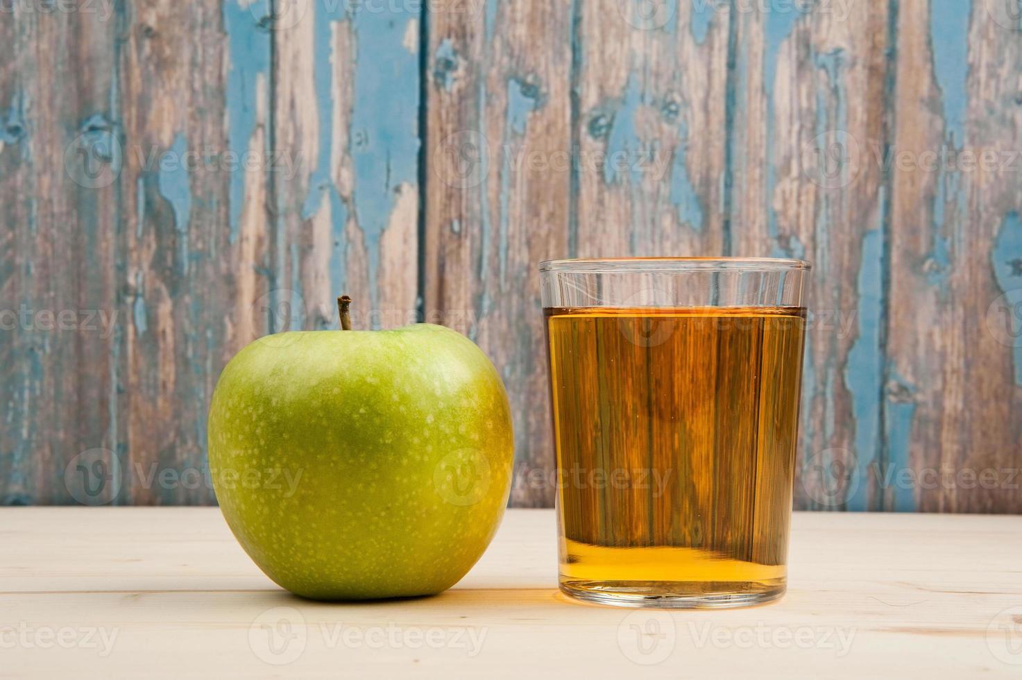 jugo de manzana fresca foto
