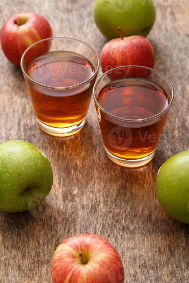 vaso de jugo de manzana foto