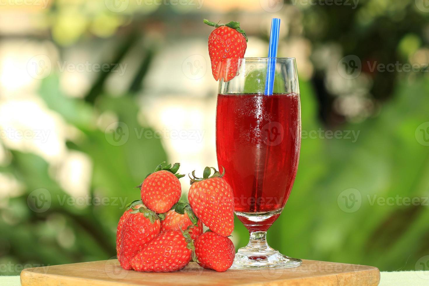 jugo de fresa fresca foto