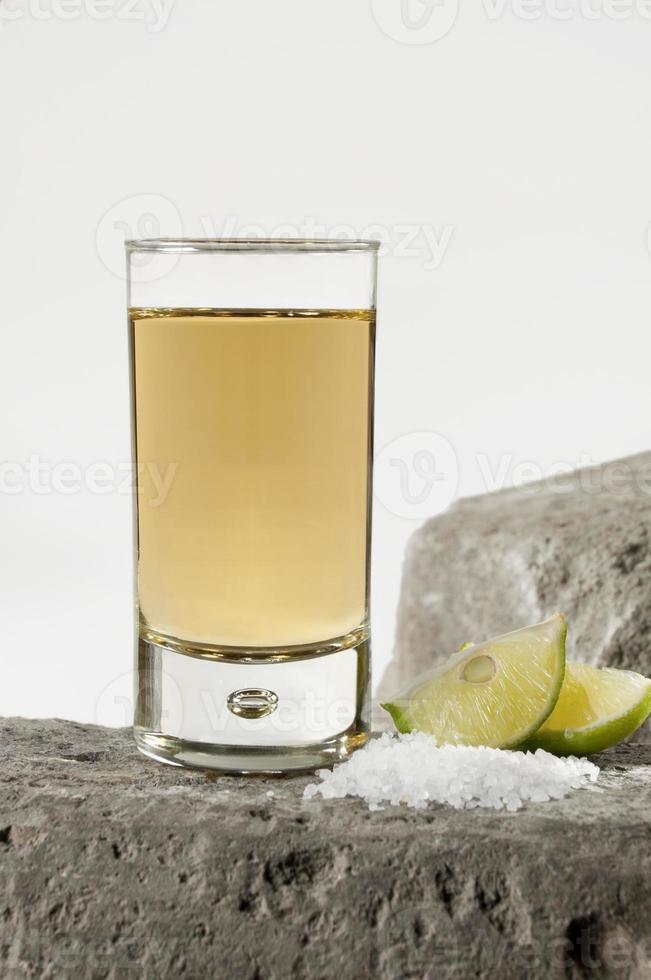 elegante tiro de tequila foto