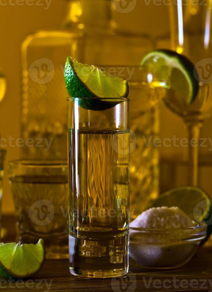 tequila dorado y lima foto