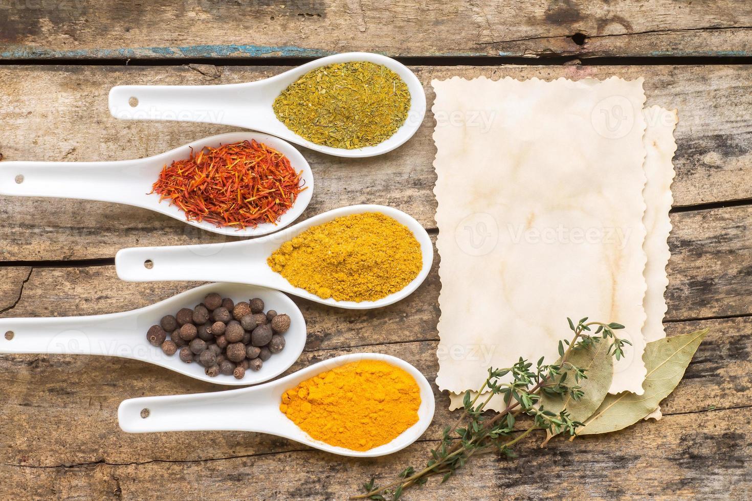 Fondo de receta de especias. foto